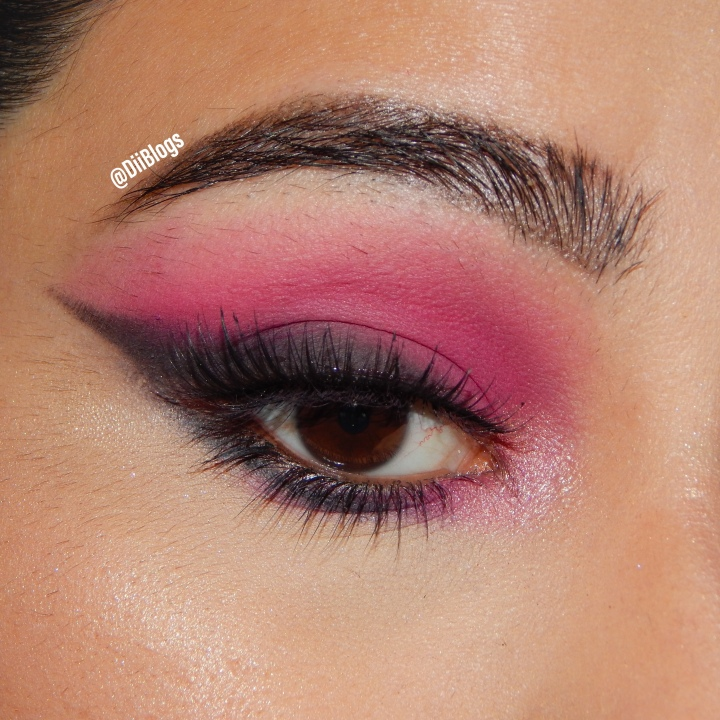 Pink & Black Smokes | Pictorial